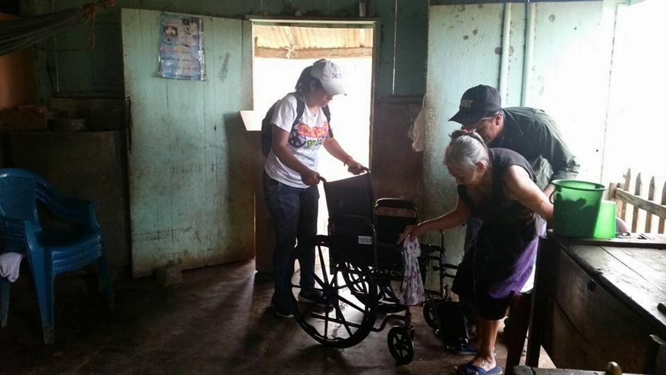 Entregan sillas de ruedas en Carazo