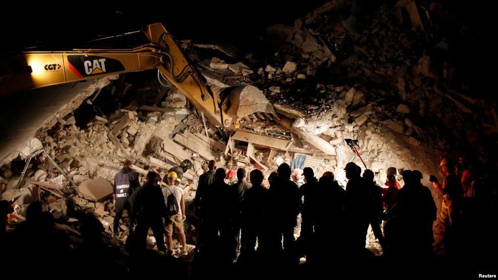 Mil desplazados y 247 los muertos por terremoto en Italia