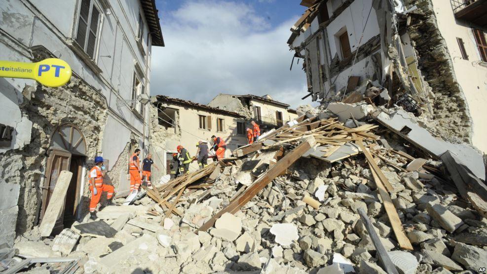 Docenas de muertos por terremoto en Italia