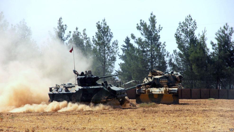 Turquía lanza ofensiva contra ISIS y kurdos