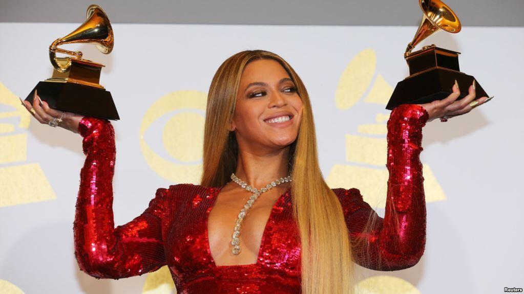 Padre de Beyonce confirma que estrella pop tuvo gemelos